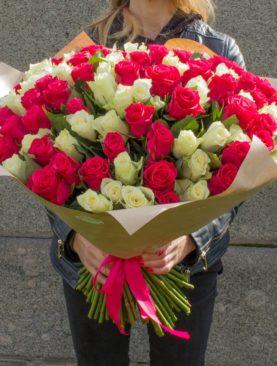 Букет из 101 белой и розовой розы 50 см (Кения)