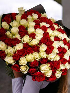 Букет из 101 красной и белой розы 50 см (Кения)