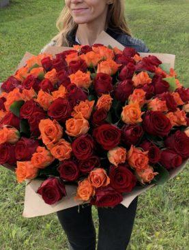 Букет из 101 красной и оранжевой розы 50 см (Кения)