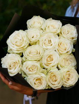 Букет из 15 белых роз 70 см (Эквадор)