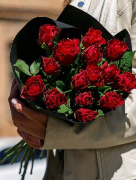 Букет из 15 красных роз 50 см (Кения)