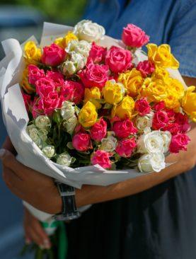 Букет из 15 кустовых роз микс 50 см (Кения)