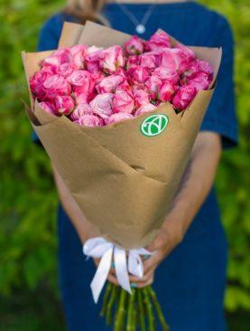 Букет из 15 пионовидных кустовых роз Леди Бомбастик 50 см