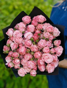 Букет из 15 пионовидных кустовых роз Мадам Бомбастик 50 см