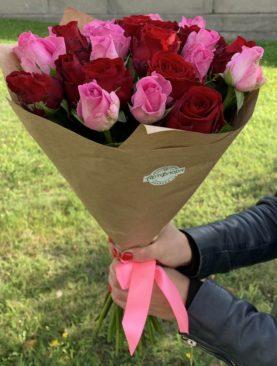 Букет из 25 красных и розовых роз 50 см (Кения)