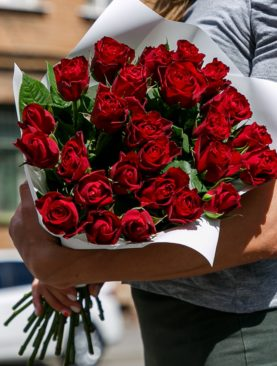 Букет из 25 красных роз 50 см (Кения)