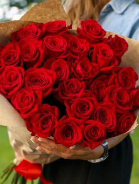 Букет из 25 красных роз 70 см (Эквадор)