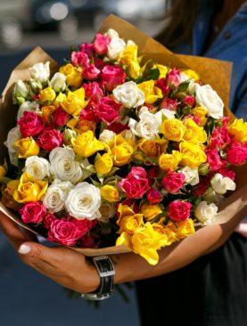 Букет из 25 кустовых роз микс 50 см (Кения)