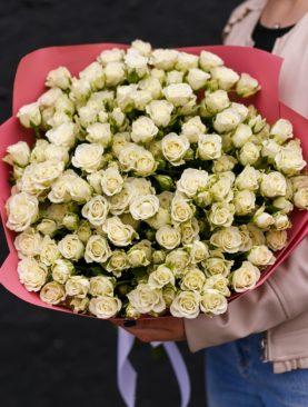 Букет из 51 белой кустовой розы 50 см (Кения)