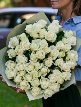 Букет из 51 белой розы 40 см (РФ)