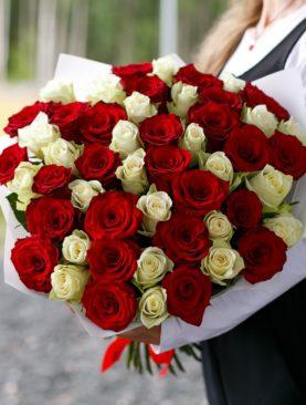 Букет из 51 красной и белой розы 50 см (Кения)