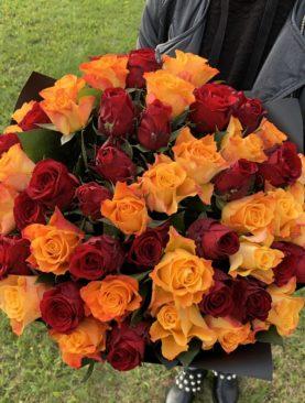 Букет из 51 красной и оранжевой розы 50 см (Кения)