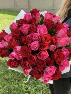 Букет из 51 красной и розовой розы 50 см (Кения)