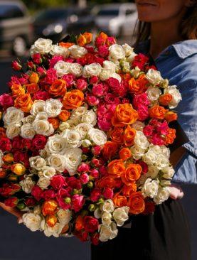 Букет из 51 кустовой розы микс 50 см (Кения)