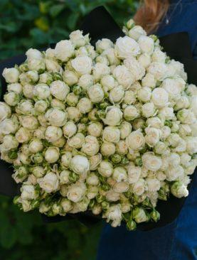 Букет из 51 пионовидной кустовой розы Бомбастик Мисс 50 см