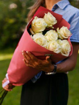 Букет из 7 белых роз 70 см (Эквадор)