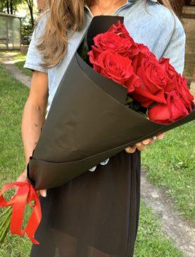 Букет из 9 красных роз 70 см (Эквадор)