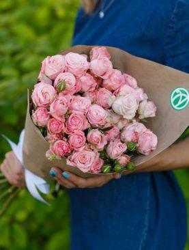 Букет из 9 пионовидных кустовых роз Мадам Бомбастик 50 см