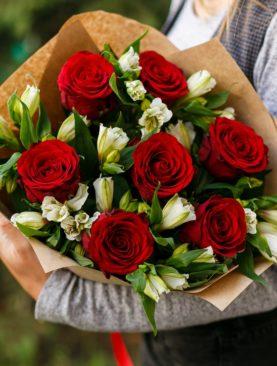 Букет из красных роз 50 см (Кения) и альстромерии - S
