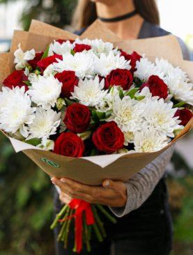 Букет из красных роз, хризантем и альстромерии - L