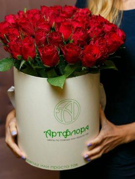 Букет в шляпной коробке large из 45 красных роз (Кения)