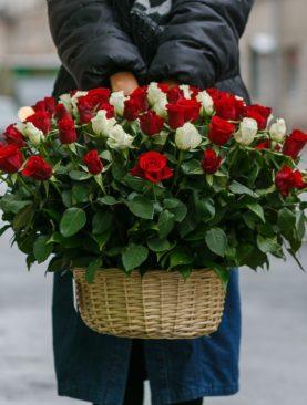 101 роза Кения в корзине