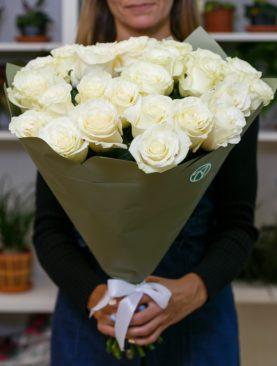 Букет из 25 белых роз 50 см (Эквадор)