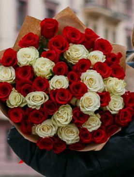 Букет из 51 красной и белой розы 50 см (Эквадор)