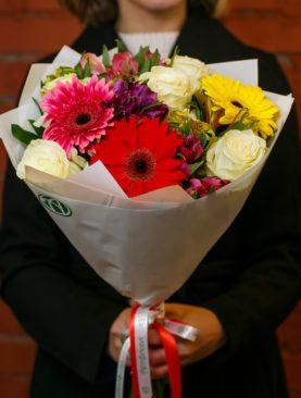 Букет из белых эквадорских роз, гербер и альстромерии микс - S