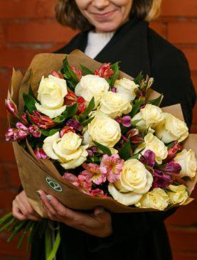 Букет из белых эквадорских роз и альстромерии микс - L